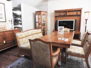 1階で販売される輸入家具