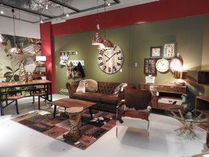 家具のほか、様々なインテリアグッズ類も揃う店内
