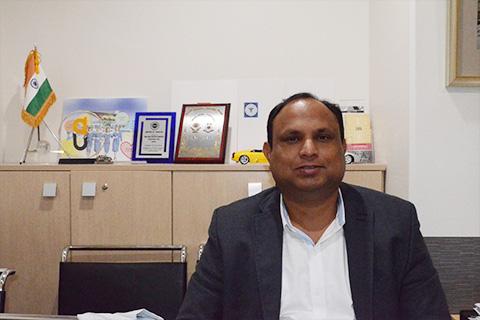 日本とインドを往復するプラシャント事務局長